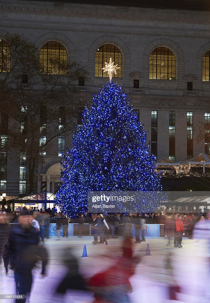 Ice rink and Christmas tree at Bryant Park : Stock Photo