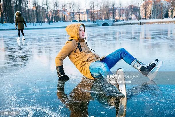 アイススケートに潜む凍った湖