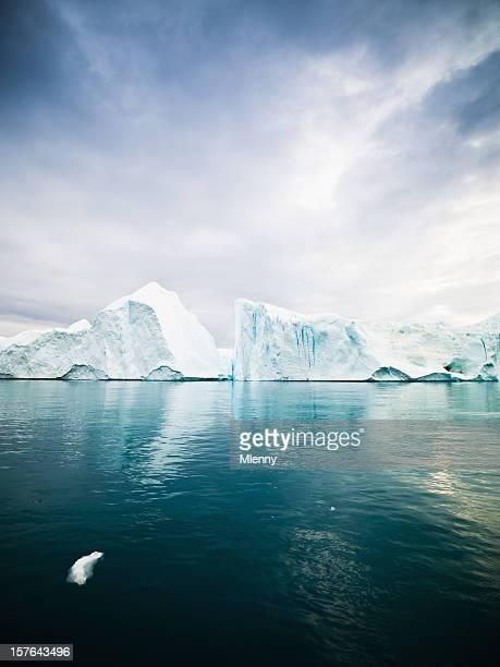 Icebergs dans les eaux de l'Arctique West Groenland