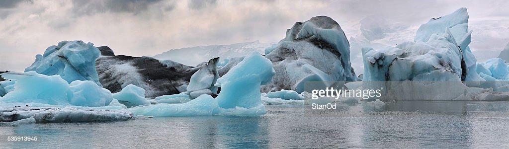 Icebergs no Glaciar lagoon. Islândia. : Foto de stock
