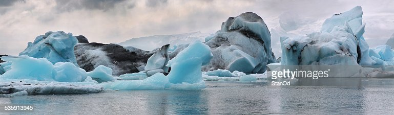 Icebergs en el glaciar de la laguna. Islandia. : Foto de stock