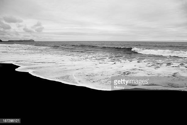 Islande noir plage paysage noir et blanc