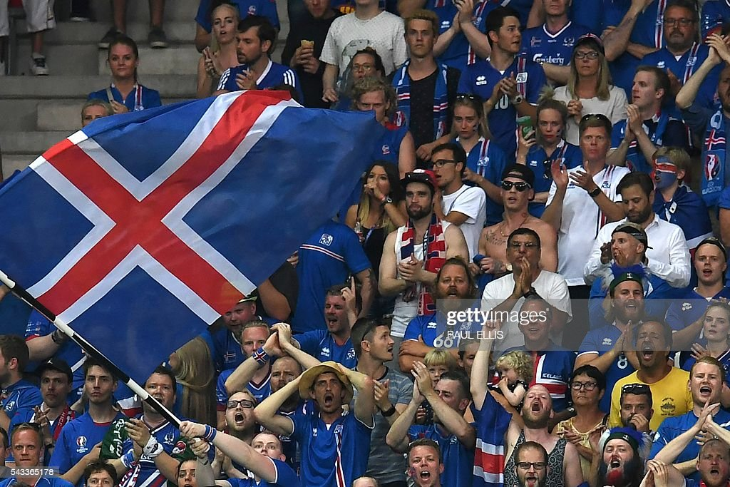 Iceland fans cheer during Euro 2016 round of 16 football match between England and Iceland at the Allianz Riviera stadium in Nice on June 27, 2016. / AFP / PAUL