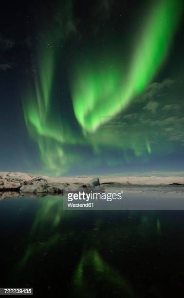 Iceland, Northern lights in Jokulsarlon glacial lake