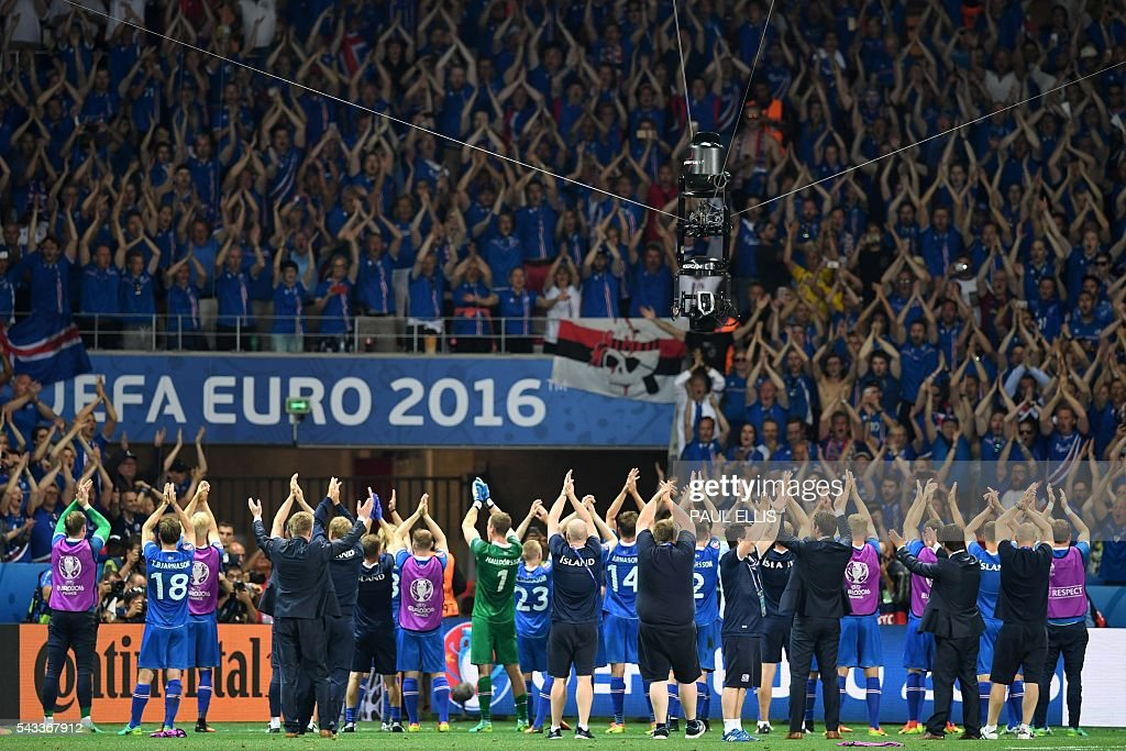 Iceland players acknowledge the crowd as they celebrate their 2-1 win over England in the Euro 2016 round of 16 football match between England and Iceland at the Allianz Riviera stadium in Nice on June 27, 2016. / AFP / PAUL