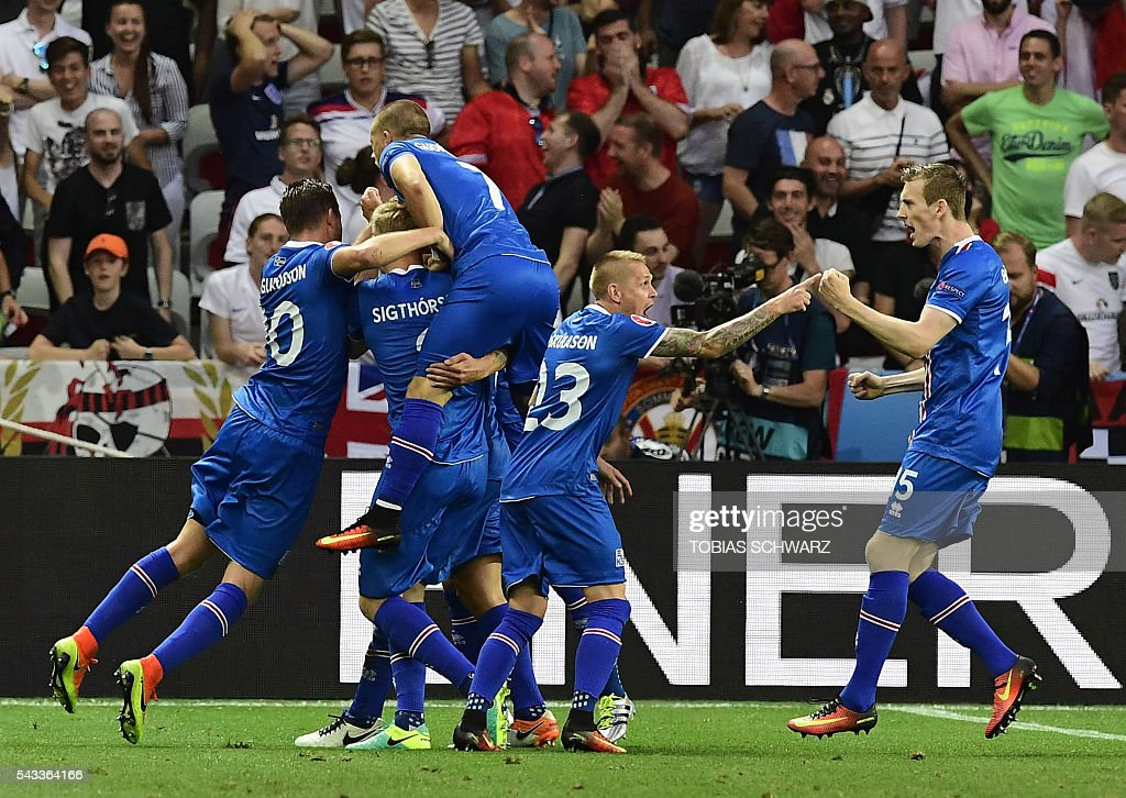 Iceland players celebrate scoring their second goal during Euro 2016 round of 16 football match between England and Iceland at the Allianz Riviera stadium in Nice on June 27, 2016. / AFP / TOBIAS