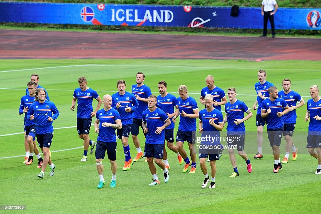Iceland players take part in a training session in Annecy on June 30, 2016, prior to their quarter-finals match against France on July 3. / AFP / TOBIAS