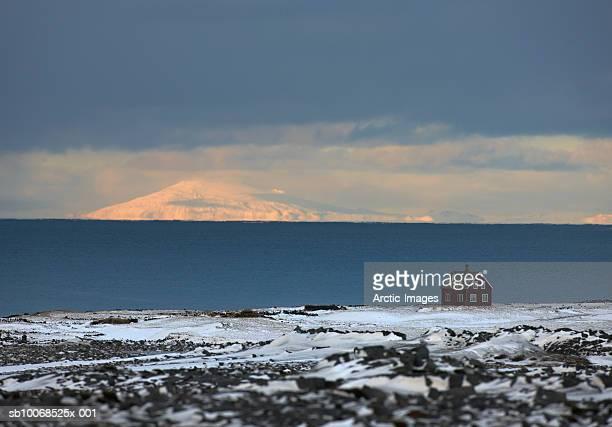 Iceland, Snaefellsjokull Glacier, House in snow