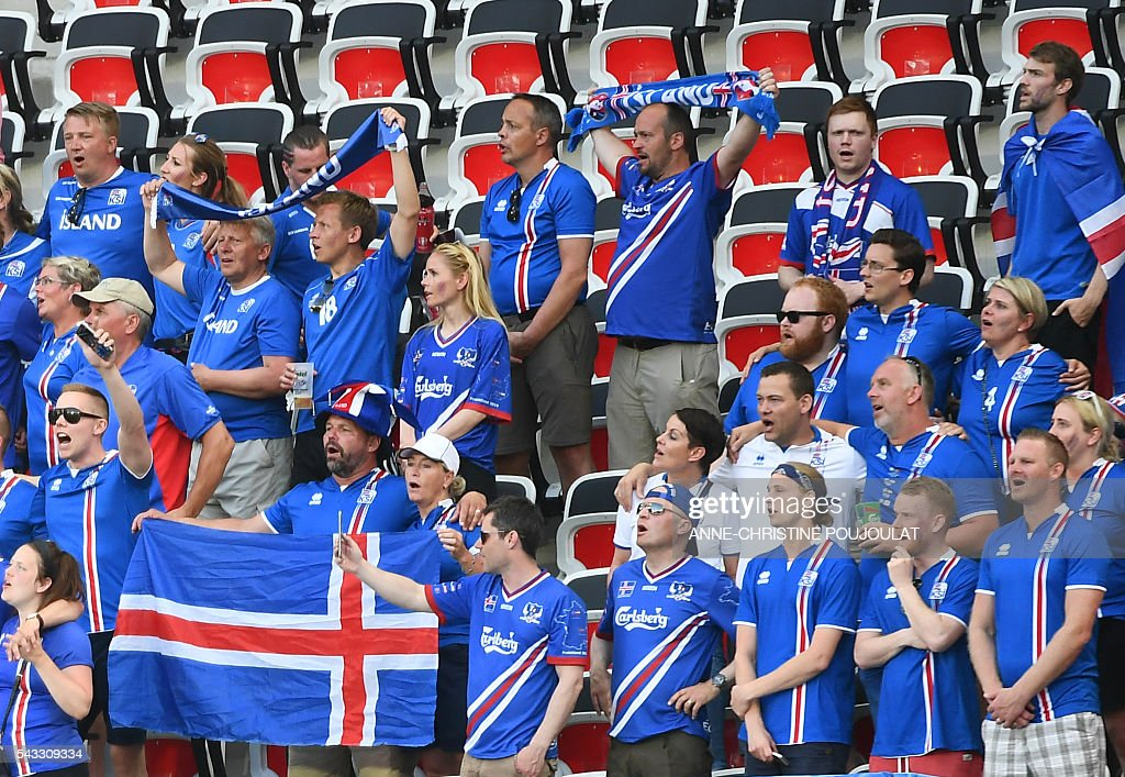 Iceland supporters cheer prior to the Euro 2016 round of 16 football match between England and Iceland at the Allianz Riviera stadium in Nice on June 27, 2016. / AFP / ANNE