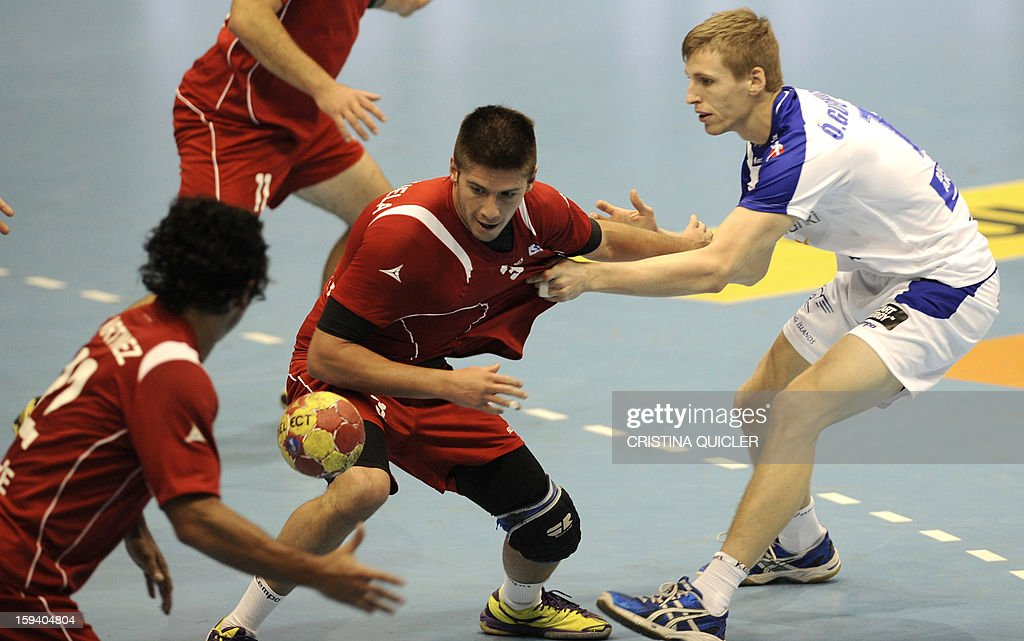 Iceland's back Olafur Gudmundsson (R) vies with Chile's pivot Alfredo Valenzuela Dupre (C) during the 23rd Men's Handball World Championships preliminary round Group B match Chile vs Iceland at the Palacio de Deportes San Pablo in Sevilla on January 13, 2013.