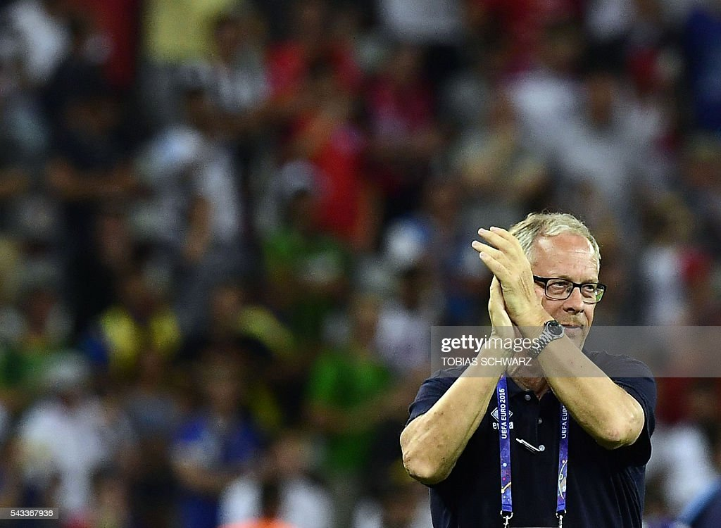 Iceland's coach Lars Lagerbaeck acknowledges the crowd as the team celebrates their 2-1 win over England in the Euro 2016 round of 16 football match between England and Iceland at the Allianz Riviera stadium in Nice on June 27, 2016. / AFP / TOBIAS