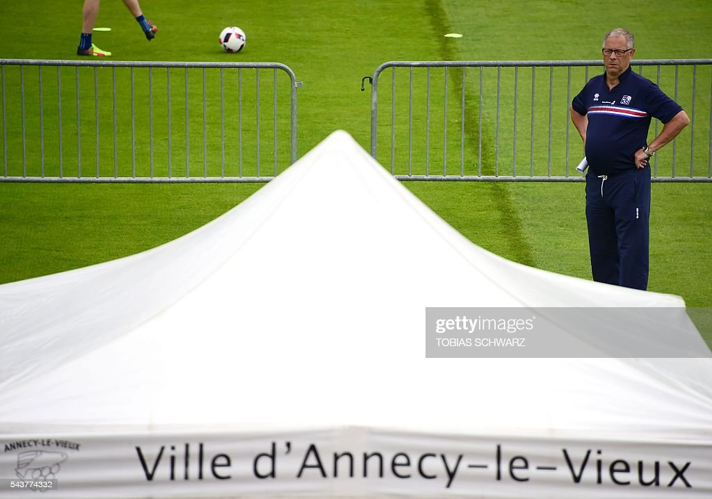 Iceland's coach Lars Lagerbaeck walks near the pitch during a players' training session in Annecy on June 30, 2016, prior to their quarter-finals match against France on July 3. / AFP / TOBIAS