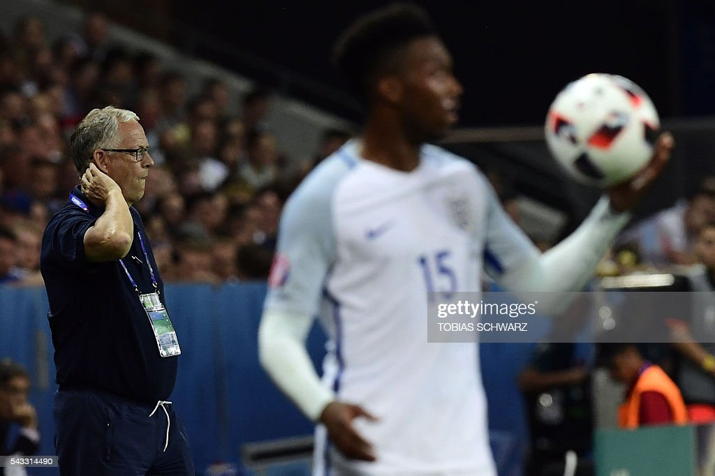 Iceland's coach Lars Lagerbaeck (L) watches the match as England's forward Daniel Sturridge holds the ball during Euro 2016 round of 16 football match between England and Iceland at the Allianz Riviera stadium in Nice on June 27, 2016. / AFP / TOBIAS