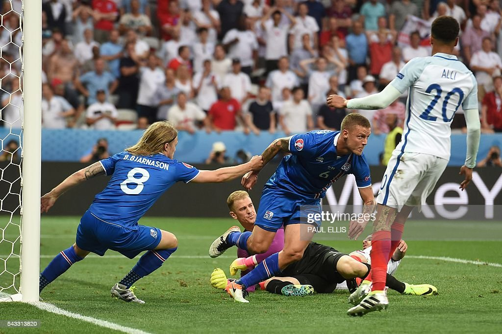Iceland's defender Ragnar Sigurdsson (C) celebrates after scoring Iceland's first goal during Euro 2016 round of 16 football match between England and Iceland at the Allianz Riviera stadium in Nice on June 27, 2016. / AFP / PAUL