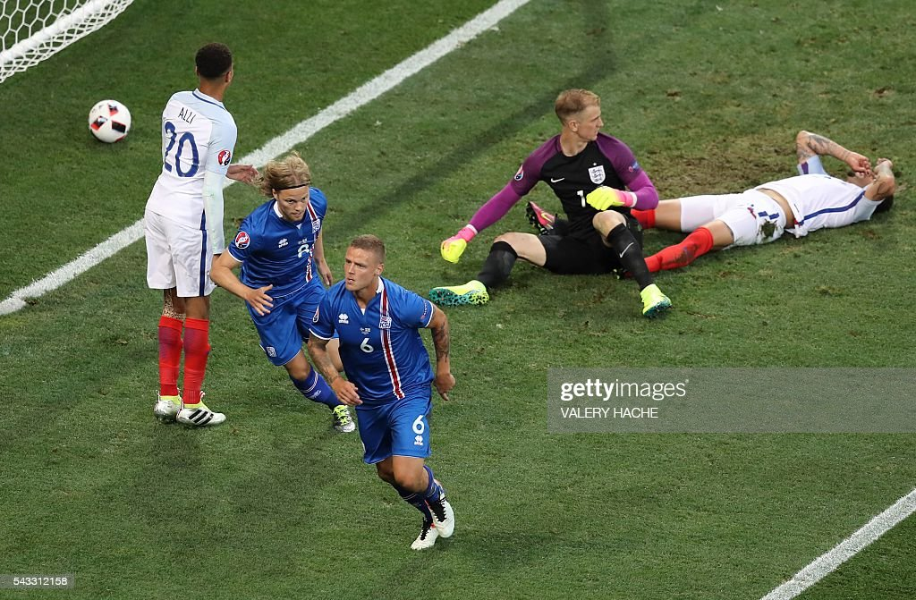 Iceland's defender Ragnar Sigurdsson (front) celebrates scoring a goal during the Euro 2016 round of 16 football match between England and Iceland at the Allianz Riviera stadium in Nice on June 27, 2016. / AFP / Valery HACHE