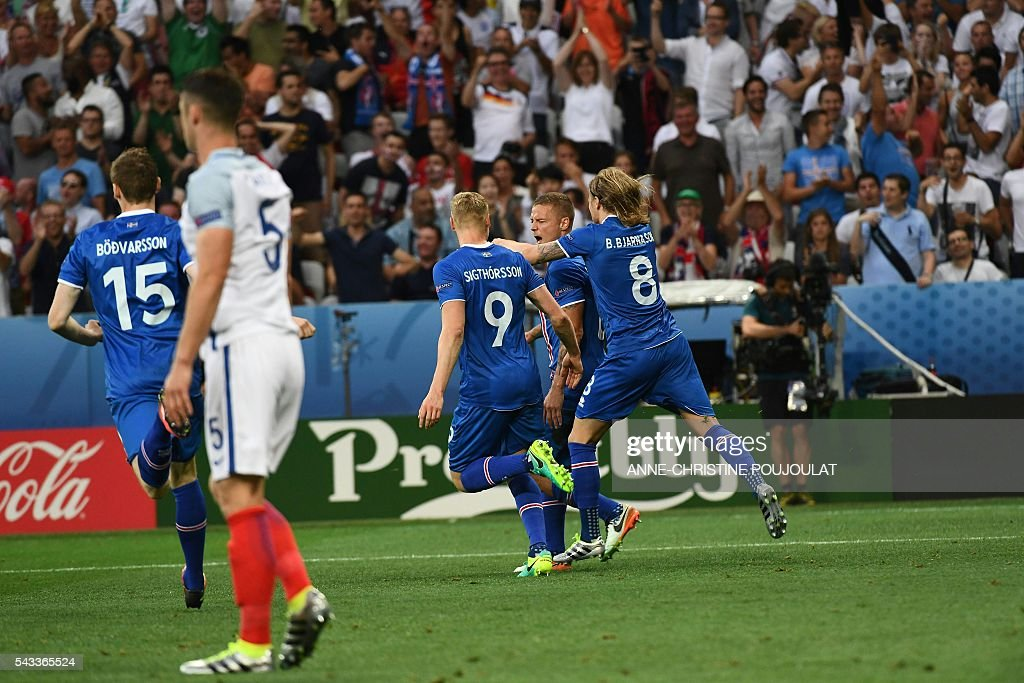 Iceland's defender Ragnar Sigurdsson (2nd R) celebrates with Iceland's midfielder Birkir Bjarnason (R), Iceland's forward Kolbeinn Sigthorsson (3rd R) and Iceland's forward Jon Dadi Bodvarsson (L) after scoring the 1-1 during Euro 2016 round of 16 football match between England and Iceland at the Allianz Riviera stadium in Nice on June 27, 2016. / AFP / ANNE