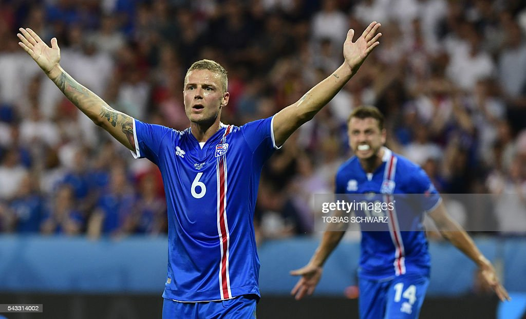 Iceland's defender Ragnar Sigurdsson reacts during Euro 2016 round of 16 football match between England and Iceland at the Allianz Riviera stadium in Nice on June 27, 2016. / AFP / TOBIAS