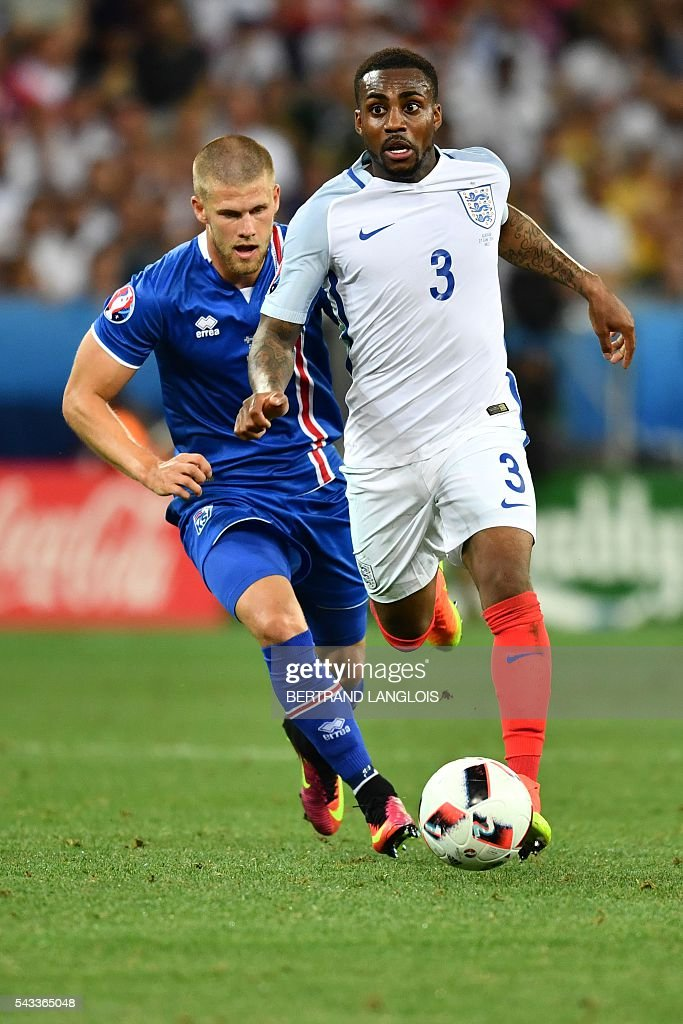 Iceland's forward Johann Berg Gudmundsson and England's defender Danny Rose vie for the ball during the Euro 2016 round of 16 football match between England and Iceland at the Allianz Riviera stadium in Nice on June 27, 2016. / AFP / BERTRAND