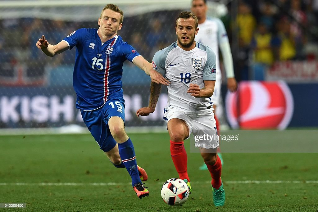 Iceland's forward Jon Dadi Bodvarsson (L) vies for the ball against England's midfielder Jack Wilshere during Euro 2016 round of 16 football match between England and Iceland at the Allianz Riviera stadium in Nice on June 27, 2016. / AFP / PAUL