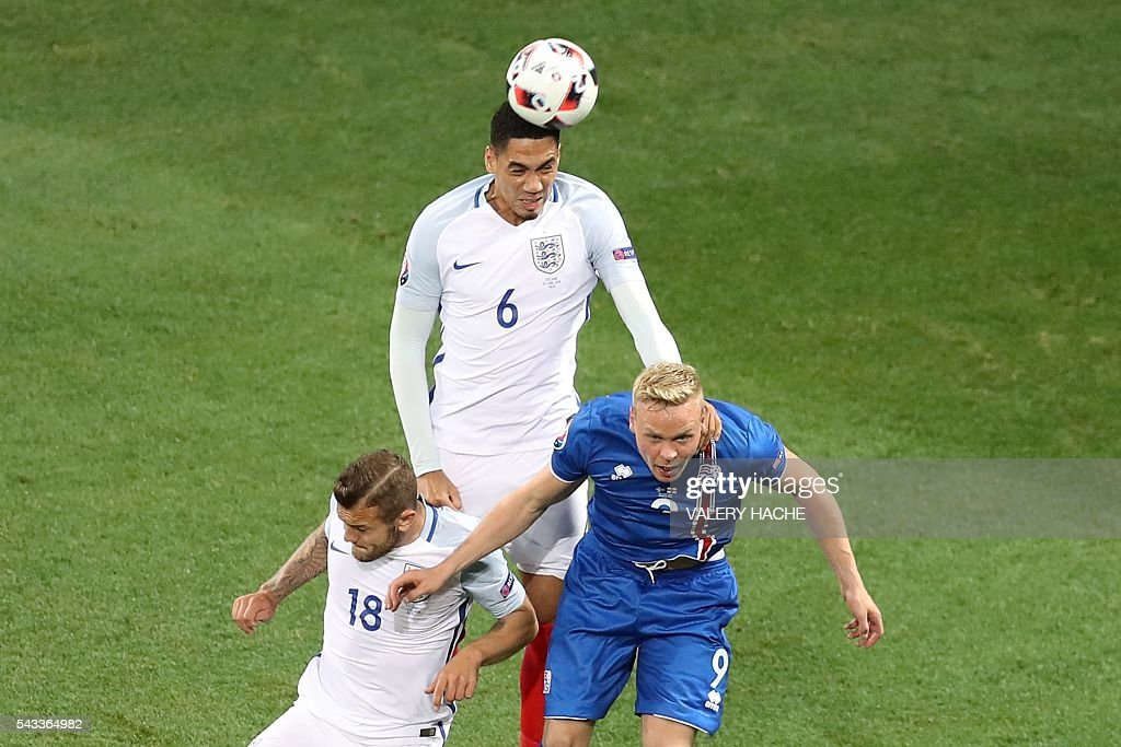 Iceland's forward Kolbeinn Sigthorsson and England's defender Chris Smalling and England's midfielder Jack Wilshere vie for the ball during the Euro 2016 round of 16 football match between England and Iceland at the Allianz Riviera stadium in Nice on June 27, 2016. / AFP / Valery HACHE