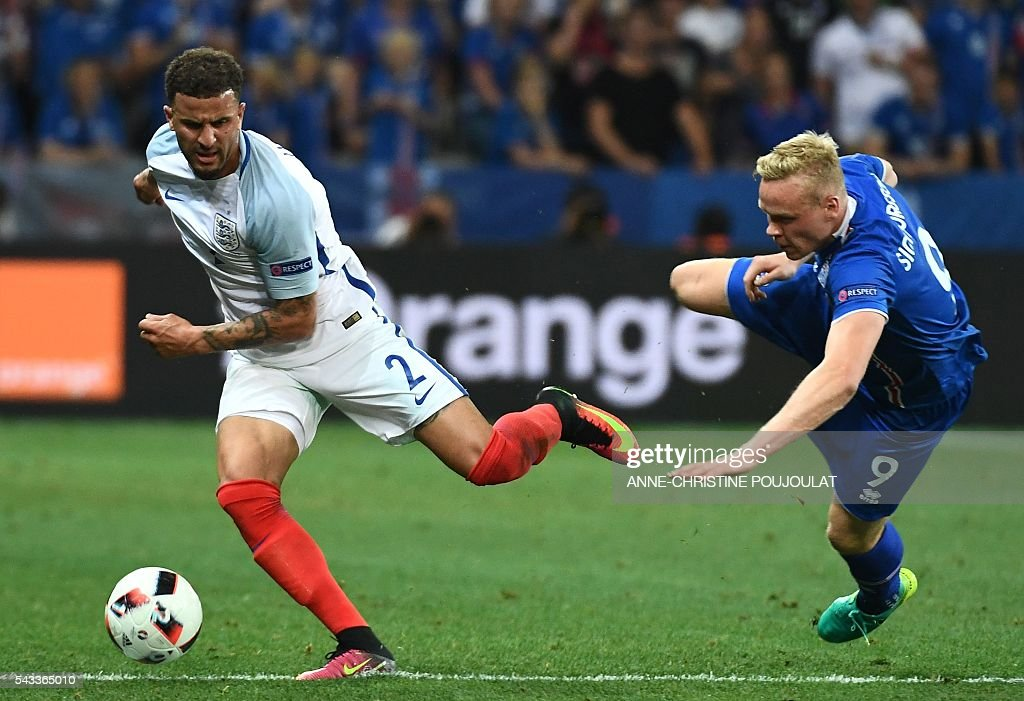 Iceland's forward Kolbeinn Sigthorsson (R) and England's defender Kyle Walker vie for the ball during Euro 2016 round of 16 football match between England and Iceland at the Allianz Riviera stadium in Nice on June 27, 2016. / AFP / ANNE