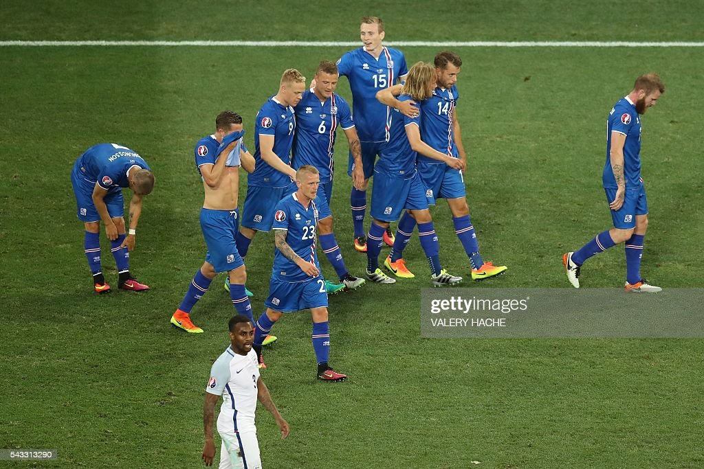 Iceland's forward Kolbeinn Sigthorsson (3L) celebrates after scoring a goal with team mates during the Euro 2016 round of 16 football match between England and Iceland at the Allianz Riviera stadium in Nice on June 27, 2016. / AFP / Valery HACHE