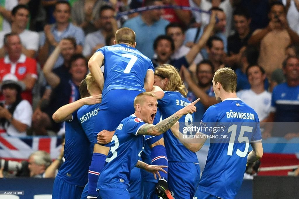 Iceland's forward Kolbeinn Sigthorsson (2L) celebrates after scoring a goal with team mates during the Euro 2016 round of 16 football match between England and Iceland at the Allianz Riviera stadium in Nice on June 27, 2016. / AFP / BERTRAND