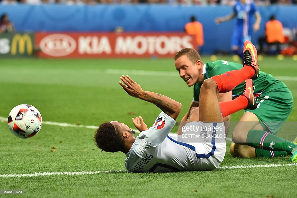 Iceland's goalkeeper Hannes Thor Halldorsson and England's midfielder Raheem Sterling vie for the ball during the Euro 2016 round of 16 football match between England and Iceland at the Allianz Riviera stadium in Nice on June 27, 2016. / AFP / BERTRAND