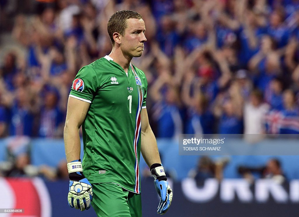 Iceland's goalkeeper Hannes Thor Halldorsson looks on during Euro 2016 round of 16 football match between England and Iceland at the Allianz Riviera stadium in Nice on June 27, 2016. / AFP / TOBIAS