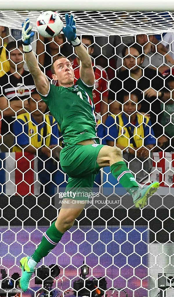 Iceland's goalkeeper Hannes Thor Halldorsson saves a ball during Euro 2016 round of 16 football match between England and Iceland at the Allianz Riviera stadium in Nice on June 27, 2016. / AFP / ANNE