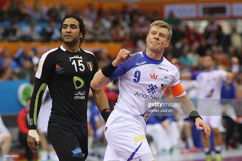 Iceland's Guojon Valur Sigurdsson (R) celebrates after scoring a goal during the 24th Men's Handball World Championships preliminary round Group C match between Egypt and Iceland at the Ali Bin Hamad al-Attiya Arena in Doha on January 24, 2015. AFP PHOTO / AL-WATAM DOHA / KARIM JAAFAR OUT==