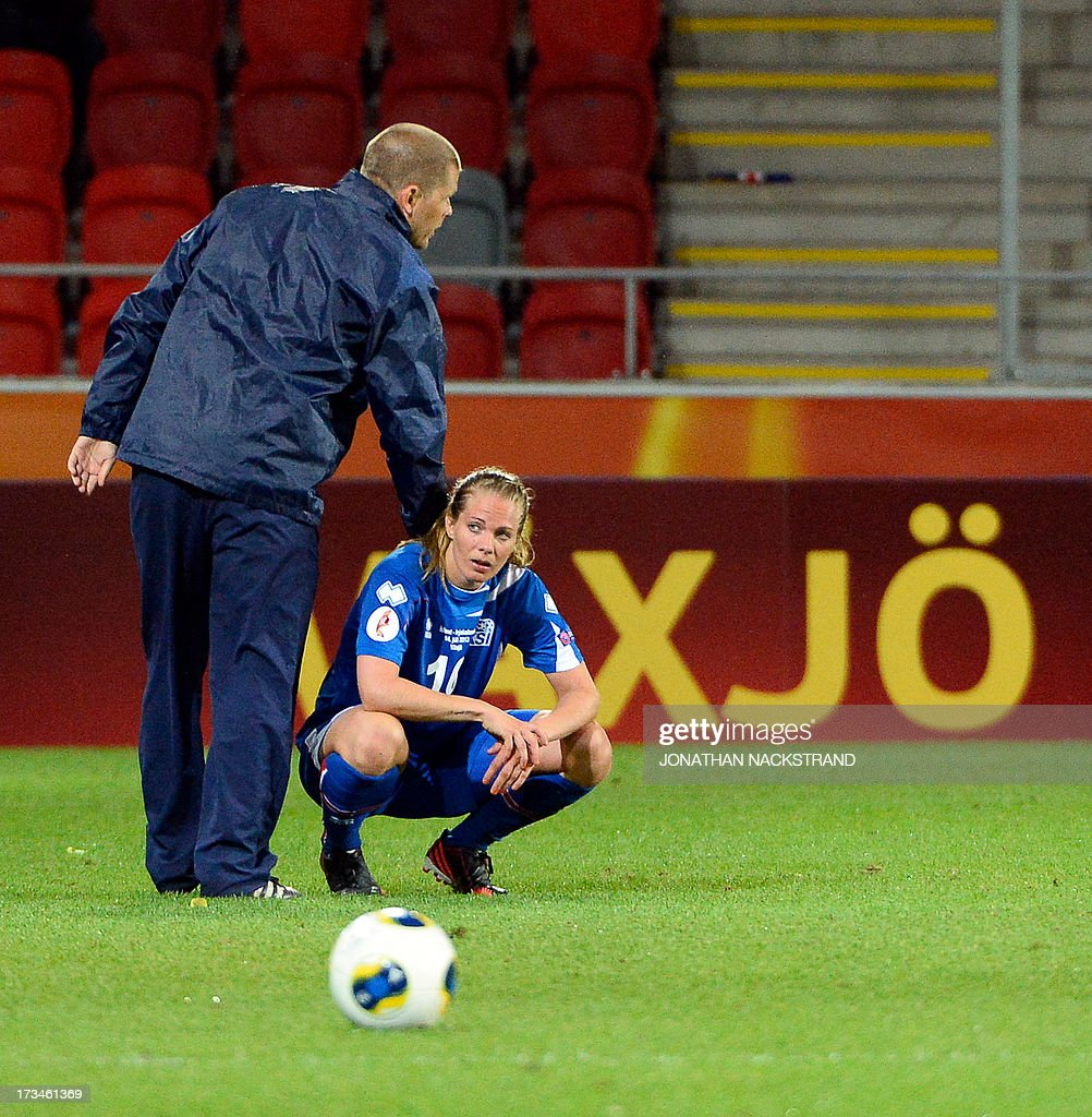 Iceland's head coach Sigurdur Eyjolfsson (L) and forward Harpa Thorsteinsdottir react after loosing the UEFA Women's European Championship Euro 2013 group B football match Iceland vs Germany on July 14, 2013 in Vaxjo, Sweden. Germany won 3-0.