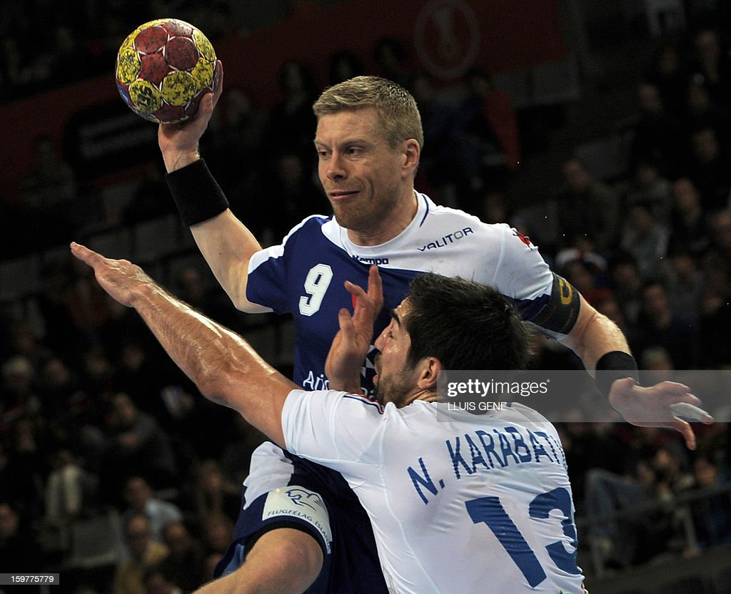 Iceland's left back Gudjon Valur Sigurdsson (L) vies with France's centre back Nikola Karabatic (R) during the 23rd Men's Handball World Championships round of 16 match Iceland vs France at the Palau Sant Jordi in Barcelona on January 20, 2013. AFP PHOTO/ LLUIS GENE