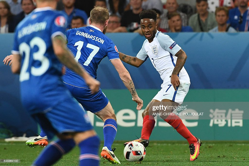 Iceland's midfielder Aron Gunnarsson (C) and England's midfielder Raheem Sterling (R) vie for the ball during Euro 2016 round of 16 football match between England and Iceland at the Allianz Riviera stadium in Nice on June 27, 2016. / AFP / ANNE