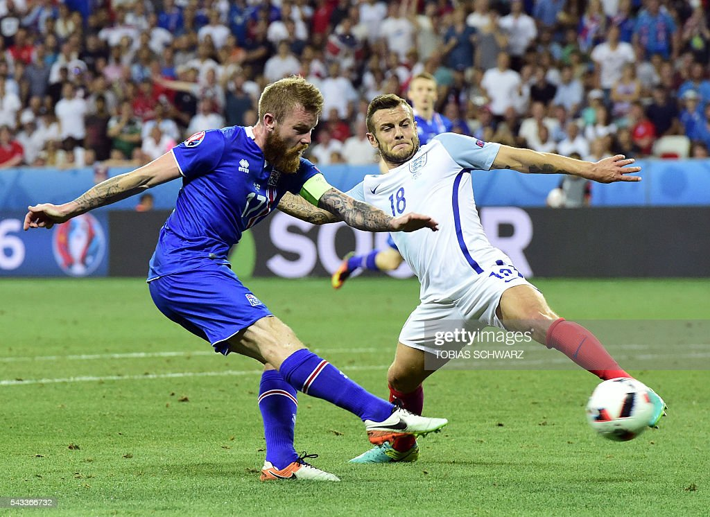 Iceland's midfielder Aron Gunnarsson (L) vies for the ball against England's midfielder Jack Wilshere during Euro 2016 round of 16 football match between England and Iceland at the Allianz Riviera stadium in Nice on June 27, 2016. / AFP / TOBIAS