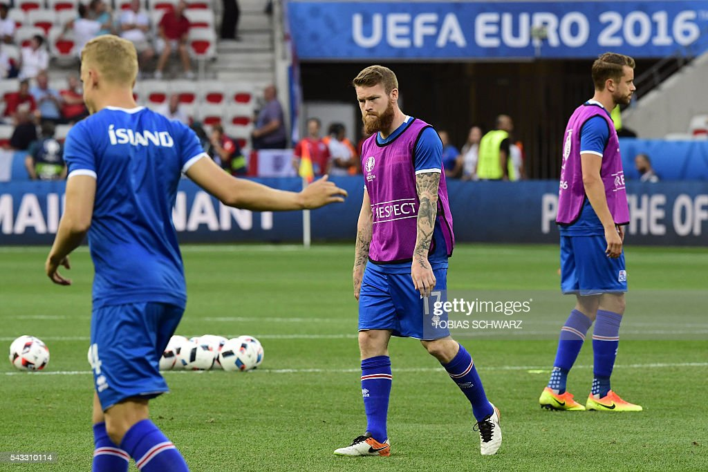 Iceland's midfielder Aron Gunnarsson warms up prior to the start of the Euro 2016 round of 16 football match between England and Iceland at the Allianz Riviera stadium in Nice on June 27, 2016. / AFP / TOBIAS