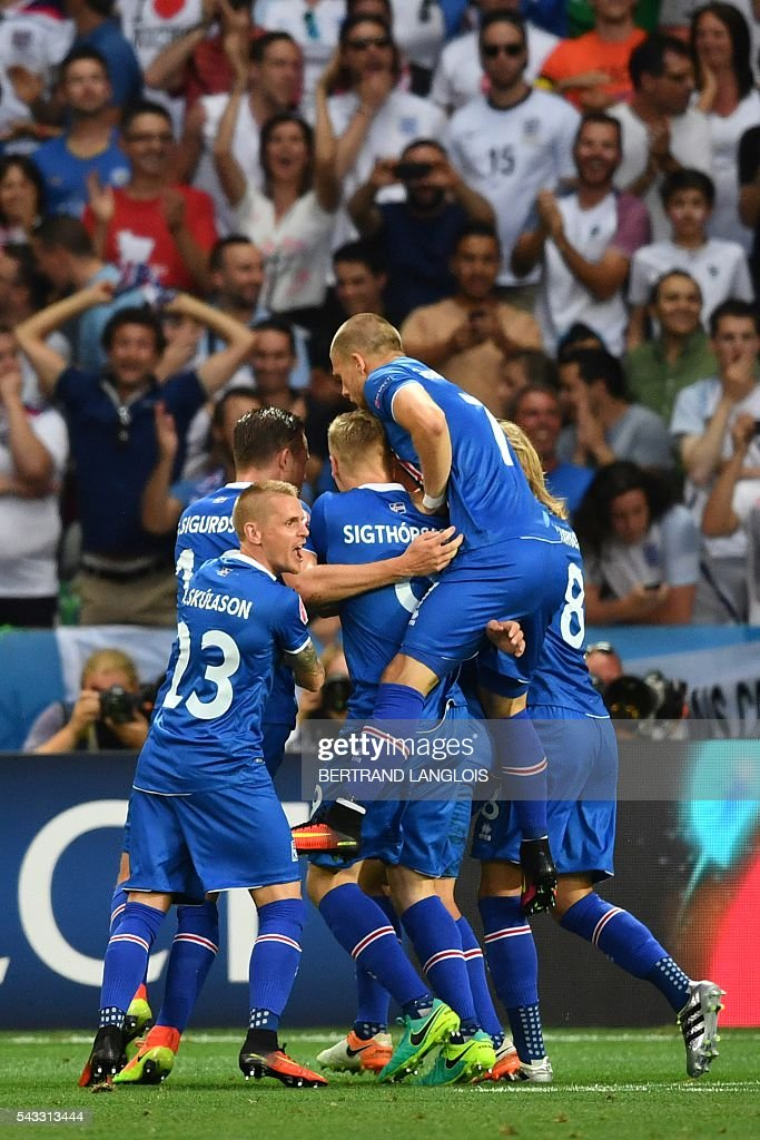 Iceland's players celebrate after Iceland's forward Kolbeinn Sigthorsson (C) scored a goal during the Euro 2016 round of 16 football match between England and Iceland at the Allianz Riviera stadium in Nice on June 27, 2016. / AFP / BERTRAND