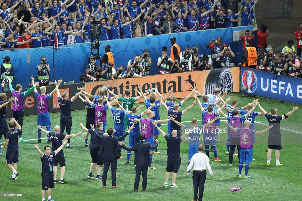 Iceland's players celebrate their team's win after the Euro 2016 round of 16 football match between England and Iceland at the Allianz Riviera stadium in Nice on June 27, 2016. Iceland won the match 1-2. / AFP / Valery HACHE