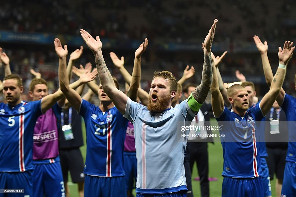 Iceland's players celebrate their team's win after the Euro 2016 round of 16 football match between England and Iceland at the Allianz Riviera stadium in Nice on June 27, 2016. Iceland won the match 1-2. / AFP / BERTRAND