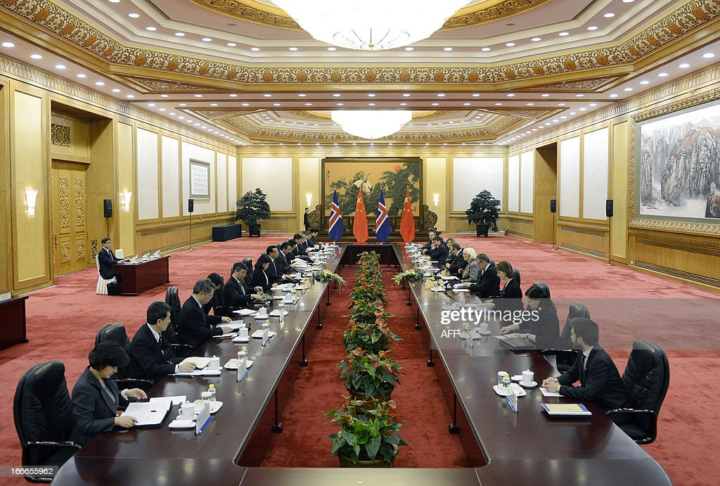 Iceland's prime minister Johanna Sigurdardottir (5th R) talks with Chinese Premier Li Keqiang (7th L) during a meeting at the Great Hall of the People in Beijing on April 15, 2013. Sigurdardottir will also meet with former premier Wen Jiabao and President Xi Jinping, on a visit that will include the signing of a trade deal between Reykjavik and Beijing after six years of negotiations. AFP PHOTO / POOL / YOHSUKE MIZUNO