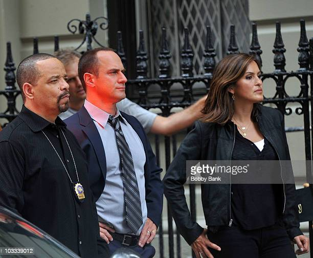 IceT Christopher Meloni and Mariska Hargitay filming on location for 'Law Order SVU' on the streets of Manhattan on August 10 2010 in New York City