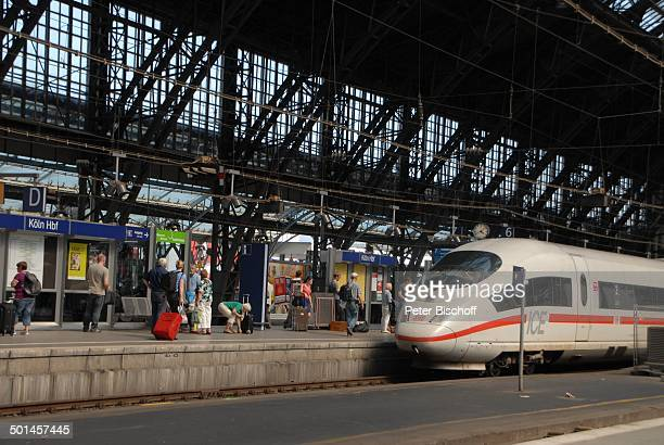 ICEZug Hauptbahnhof Köln NordrheinWestfalen Deutschland Europa Bahnhof Gleise Reise BB DIG PNr 1026/2011