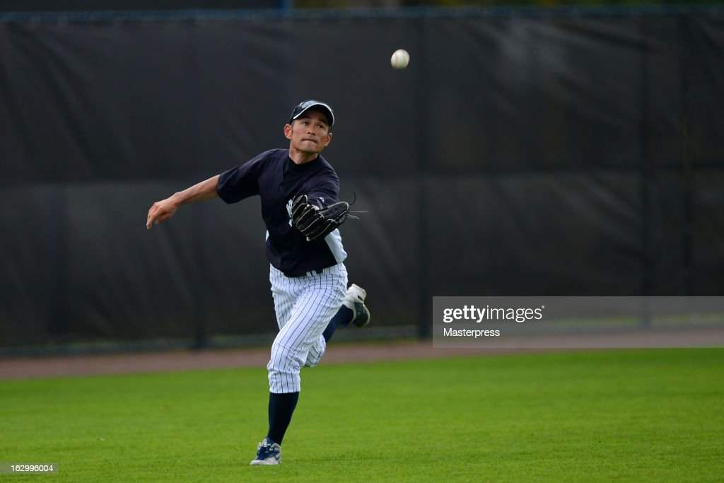 Ichiro Suzuki #31 of New York Yankees fields during the New York Yankees spring training on February 25, 2013 in Tampa, Florida.