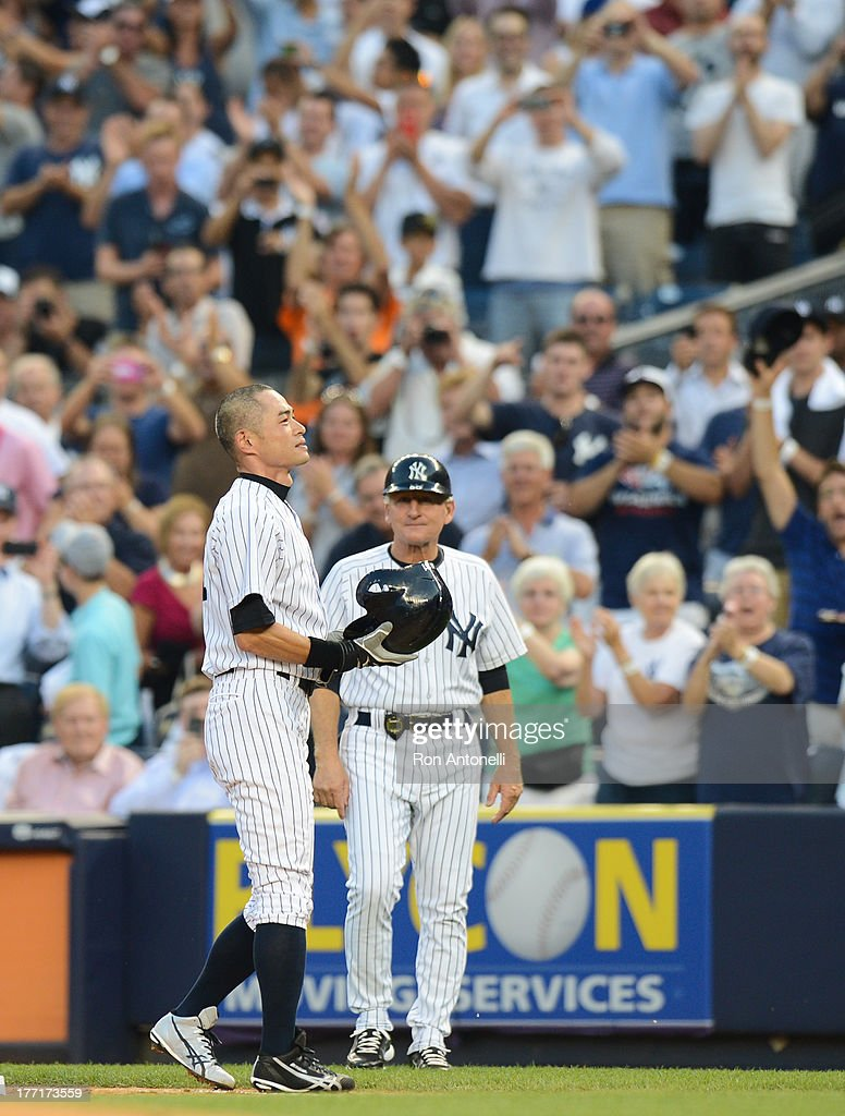 Ichiro Suzuki #31 of the New York Yankees acknowledges fans after his 4,000th career hit on a single in the 1st inning of the New York Yankees game against the Toronto Blue Jays at Yankee Stadium on August 21, 2013 in the Bronx borough of New York City.