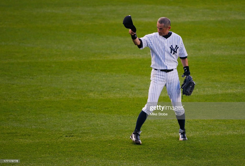 <a gi-track='captionPersonalityLinkClicked' href=/galleries/search?phrase=Ichiro+Suzuki&family=editorial&specificpeople=201556 ng-click='$event.stopPropagation()'>Ichiro Suzuki</a> #31 of the New York Yankees acknowledges the blecher creatures in the top of the second inning after his 4,000th career hit on a single in the 1st inning against the Toronto Blue Jays at Yankee Stadium on August 21, 2013 in the Bronx borough of New York City.