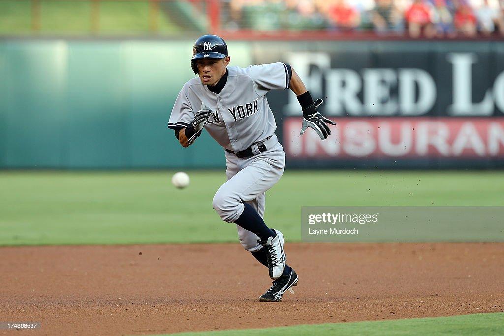 Ichiro Suzuki #31 of the New York Yankees advances to 2nd base against theTexas Rangers on July 24, 2013 at the Rangers Ballpark in Arlington in Arlington, Texas.