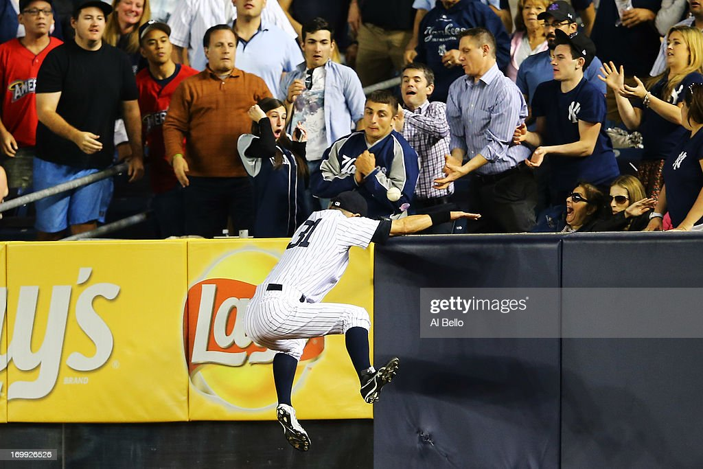 <a gi-track='captionPersonalityLinkClicked' href=/galleries/search?phrase=Ichiro+Suzuki&family=editorial&specificpeople=201556 ng-click='$event.stopPropagation()'>Ichiro Suzuki</a> #31 of the New York Yankees cannot catch a three run home run hit by Drew Stubbs #11 of the Cleveland Indians in the seventh inning during their game on June 4, 2013 at Yankee Stadium in the Bronx borough of New York City