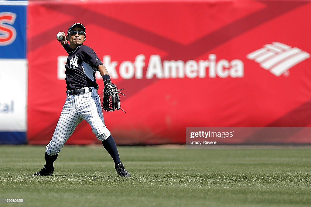 <a gi-track='captionPersonalityLinkClicked' href=/galleries/search?phrase=Ichiro+Suzuki&family=editorial&specificpeople=201556 ng-click='$event.stopPropagation()'>Ichiro Suzuki</a> #31 of the New York Yankees loosens up prior to the second inning of a game against the Boston Red Sox at George M. Steinbrenner Field on March 18, 2014 in Tampa, Florida.