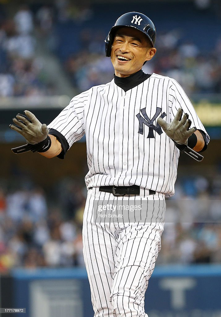 <a gi-track='captionPersonalityLinkClicked' href=/galleries/search?phrase=Ichiro+Suzuki&family=editorial&specificpeople=201556 ng-click='$event.stopPropagation()'>Ichiro Suzuki</a> #31 of the New York Yankees reacts to his teammates pouring onto the field after hitting a single, his 4,000th career hit in the first inning against the Toronto Blue Jays in a MLB baseball game at Yankee Stadium on August 21, 2013 in the Bronx borough of New York City.