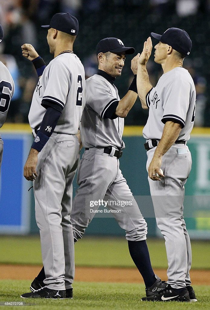 Ichiro Suzuki #31 of the New York Yankees receives hight-fives from Derek Jeter #2 and manager Joe Girardi after a 8-4 win over the Detroit Tigers at Comerica Park on August 27, 2014 in Detroit, Michigan.